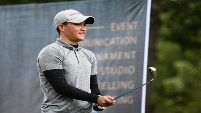 Sau sa thải đồng đội cũ, Công Vinh giải tỏa căng thẳng trên sân golf