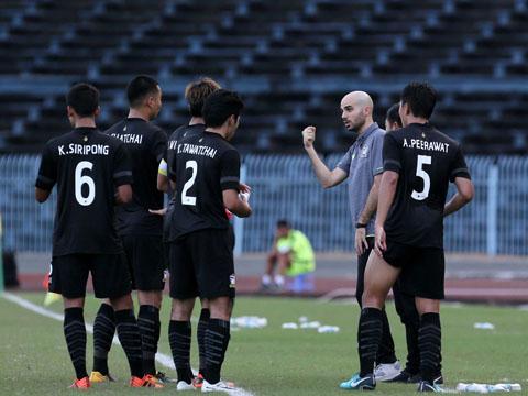 U21 Thái Lan của HLV Bazalo bộc lộ chỉ là đội bóng bình thường của giải năm nay. Ảnh: Anh Lập