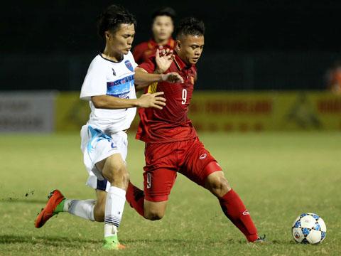 Đội bóng non trẻ nhất giải U19 Việt Nam khó lòng tiến vào chung kết với sự non kém kinh nghiệm. Ảnh: Anh Lập