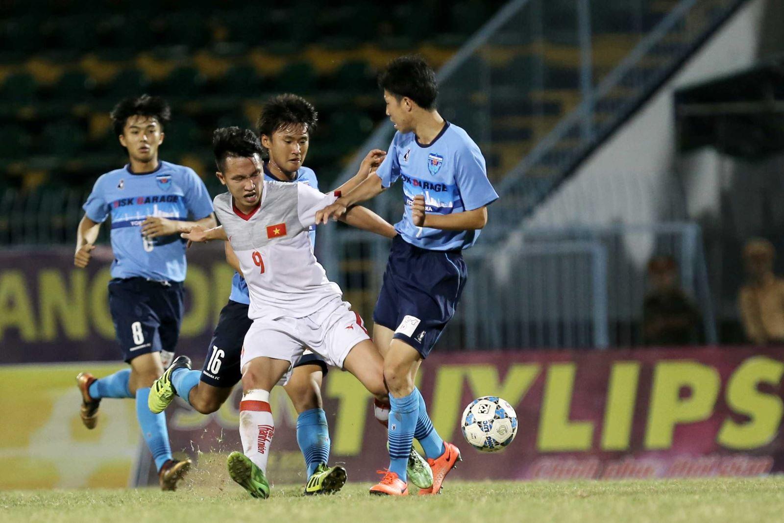 Ngọc Sơn nhận thẻ đỏ khiến U21 Việt Nam gặp khó ở chung kết. Ảnh: Anh Lập