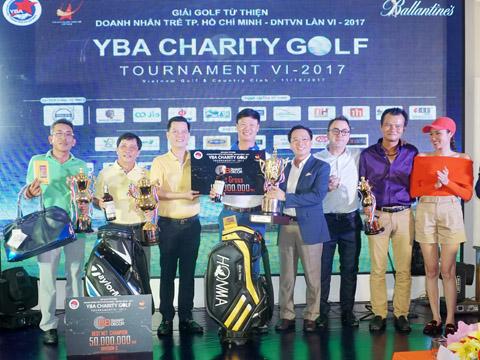Tay golf Đinh Viết Sinh vô địch giải đấu. Ảnh: B.M