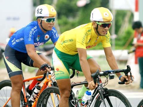 Nguyễn Thành Tâm (áo vàng) một trong những niềm hy vọng hàng đầu của xe đạp Việt Nam tại SEA Games 29. Ảnh: Dương Thu