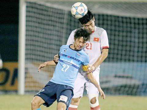 Bóng bổng là điểm yếu muôn thưở của bóng đá Việt Nam, U21 Yokohama đã 2 lần đánh bại U21 Việt Nam từ 2 pha phạt góc. Ảnh: Dương Thu