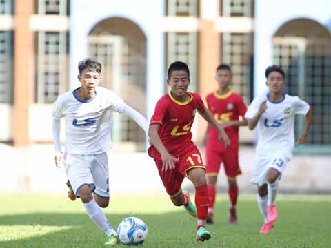 Hà Tĩnh (đỏ) đang là bất ngờ lớn nhất bảng B với 2 trận bất bại. Ảnh: Quang Phương