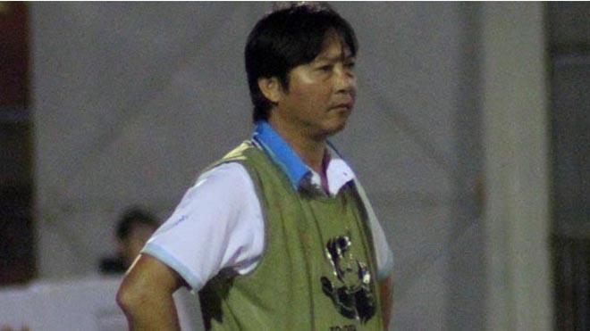 Không thắng đội bóng của Công Vinh, HLV Huỳnh Đức đổ lỗi trọng tài