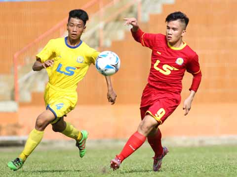 TP.HCM (đỏ) tiếp tục nối dài phong độ ấn tượng của mình với vị trí đầu bảng sau 2 lượt trận. Ảnh: Quang Phương