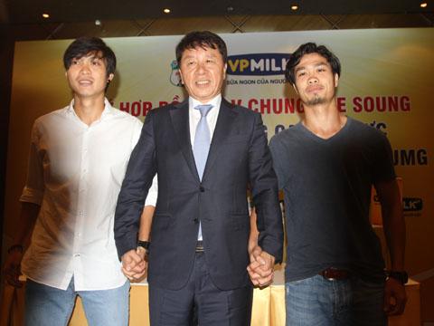 GĐKT Chung Hae Soung sẽ có nhiều biện pháp để giúp dàn sao HAGL phát triển tài năng. Ảnh: L.H