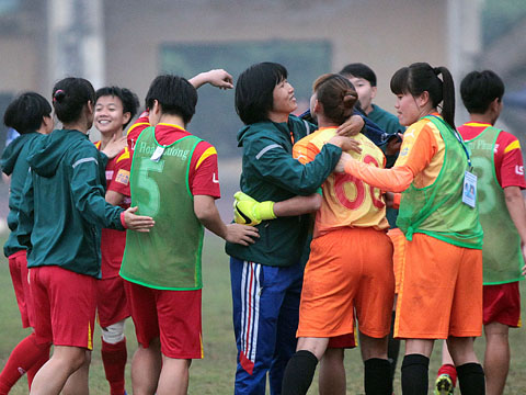 Thủ môn Kiều Trinh đã giúp đội bóng của HLV Kim Chi đứng trước cơ hội lập hat-trcik VĐQG. Ảnh: Duy Anh