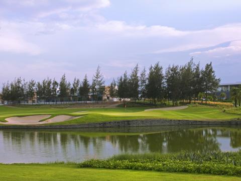 Sân golf Montgomerie Links tại Hội An đã từng được Tạp chí Forbes bình chọn là một trong 10 sân golf đẳng cấp nhất châu Á vinh dự tổ chức giải golf cho các nhà lãnh đạo APEC