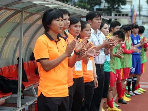 Cô trò Kim Chi đang cho thấy sự vượt trội trong làng bóng đá nữ Việt Nam hiện tại. Ảnh: Duy Anh