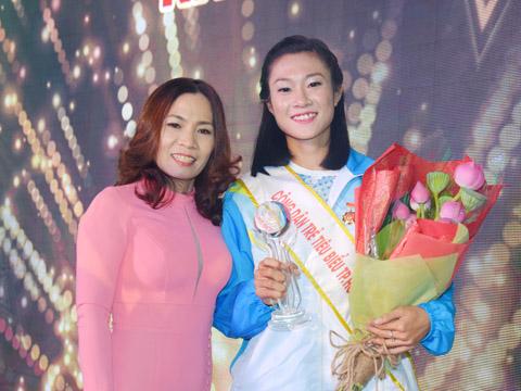 Tú Chinh và HLV Thanh Hương rất tự tin chinh phục năm 2018. Ảnh: L.G