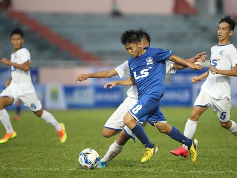 Bất ngờ đầu tiên đã xảy ra trong ngày thi đấu đầu tiên VCK U15 Quốc gia 2017 khi ĐKVĐ HAGL suýt gục ngã trước chủ nhà Tây Ninh. Ảnh: Quang Phương