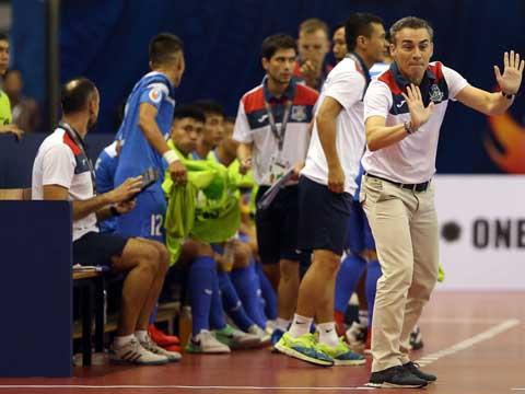 Thầy trò HLV Rodrigo sẽ phải hướng đến một chiến thắng tối thiểu trước Al Dhafra nếu muốn giành vé vào tứ kết. Ảnh: Quang Liêm
