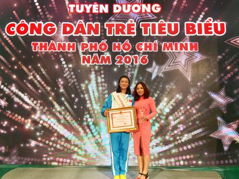 Cô trò Tú Chinh và HLV Thanh Hương đã gắn bó với nhau 10 năm qua. Ảnh: L.G