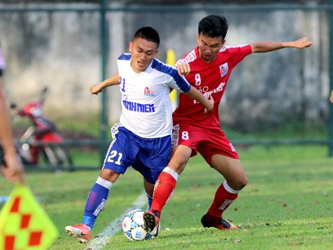 Đồng Tháp (đỏ) phải rời cuộc chơi trong tiếc nuối dù thắng Huế 3-2, họ kém Viettel 1 điểm khi kết thúc vòng bảng. Ảnh: Anh Hòa