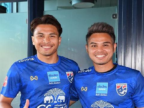 Bộ đôi đang chơi bóng ở Nhật Bản Thitiphan và Theerathon Bunmathan tăng viện cho Thái Lan gặp Việt Nam tối nay. Ảnh: Thailan