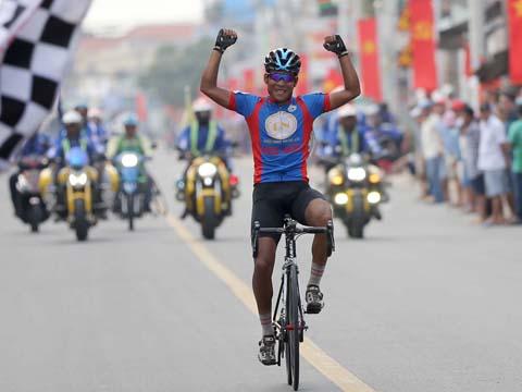 Tay đua gốc Hóc Môn Phạm Phát Đạt hoàn tất cuộc đua lịch sử ngay trên quê nhà trong ngày 23/11. Ảnh: B.M