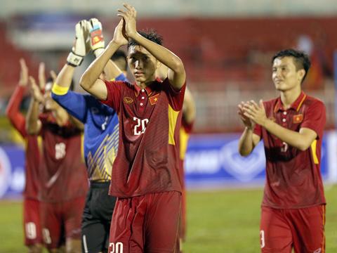 U22 Việt Nam trân trọng những tình cảm của các CĐV. Ảnh: Quang Liêm