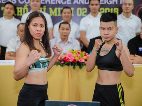Nguyễn Thị Thu Nhi (phải) cũng chạm trán đối thủ nặng ký từng ba lần vô địch thế giới người Australia ở Victory 8. Ảnh: BM