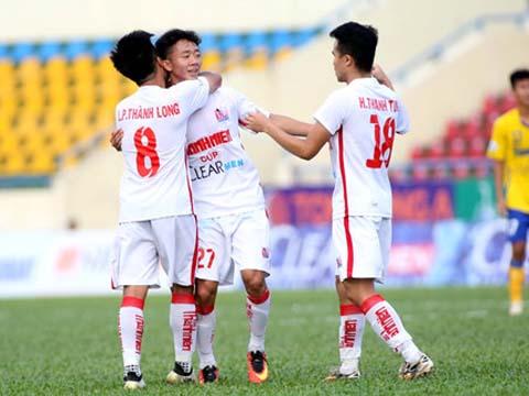 Thanh Tùng (số 18) ghi bàn ấn định chiến thắng 2-0 cho U21 HAGL. Ảnh: KH
