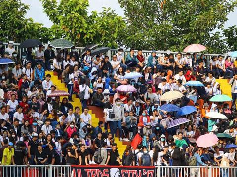 Khoảng hơn 5000 CĐV có mặt để cổ vũ giải đấu. Ảnh: PHuy