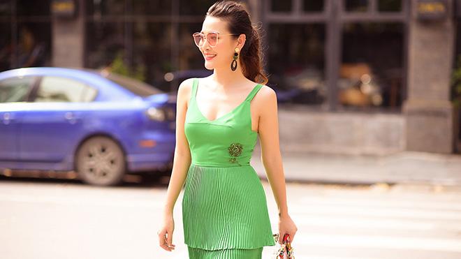 Ngắm nhan sắc và phong cách thời trang bắt mắt của MC Thuỳ Linh