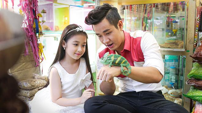 MC Nguyên Khang và 'tiểu mỹ nhân' Bảo Ngọc dạo phố sách ngày 1/6