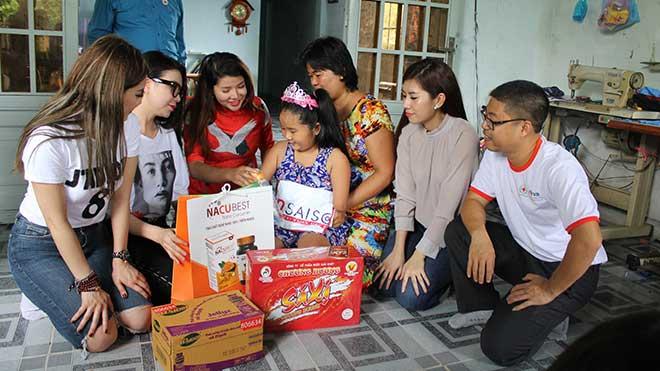 Hàng ngàn người 'thắp lửa' yêu thương vì nạn nhân chất độc da cam