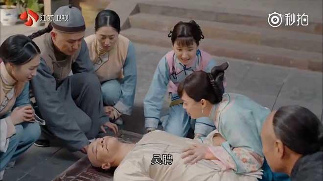 Xem 'Năm ấy hoa nở trăng vừa tròn' tập 14-15: Chồng 'soái ca' của Tôn Lệ qua đời?