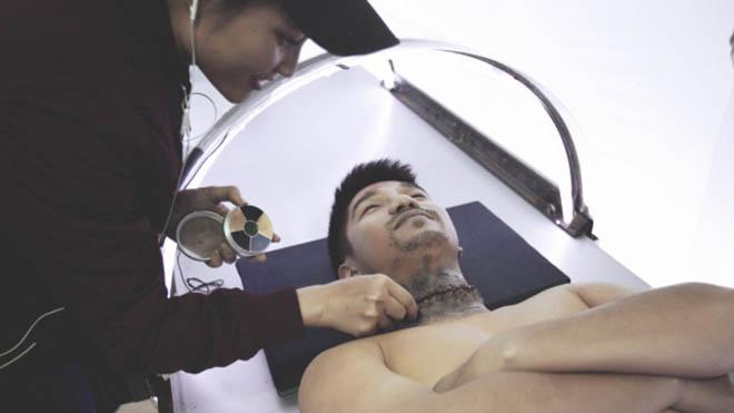 'Lôi Báo' tung clip cảnh cắt đổi đầu rùng rợn của Cường Seven trong phim