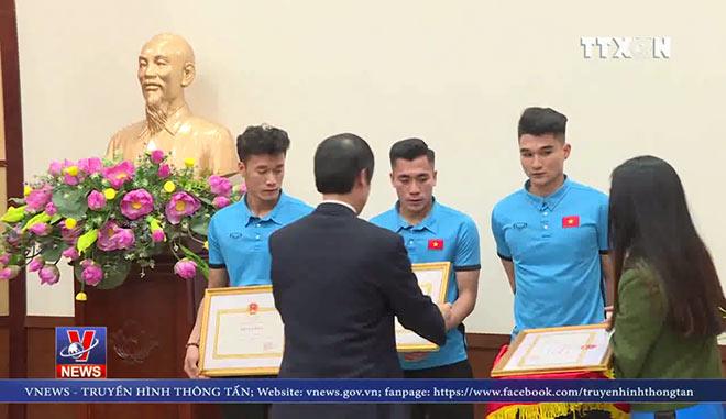VIDEO Người Thanh Hóa 'mở hội' đón anh em Bùi Tiến Dũng, Lê Văn Đại của U23 Việt Nam