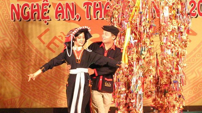 2.000 nghệ nhân, nghệ sĩ bảo tồn, phát huy bản sắc văn hóa các dân tộc miền Trung