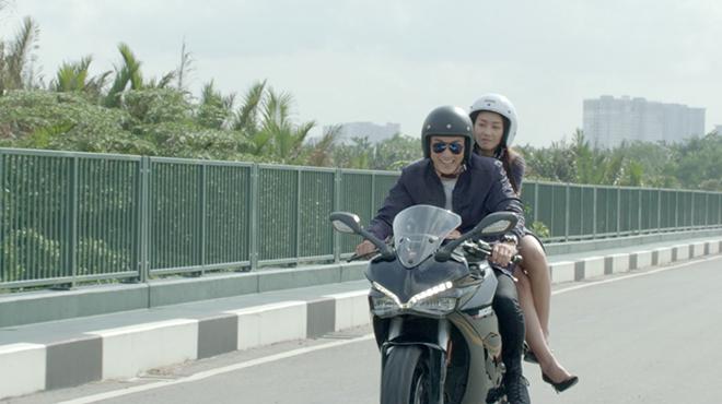 'Hậu duệ mặt trời Việt Nam' tập 3-4: Duy Kiên 'xé váy' Hoài Phương trong buổi hẹn đầu tiên