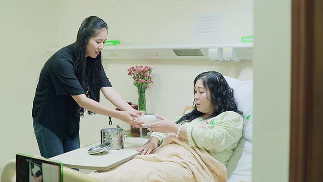 'Gạo nếp gạo tẻ' tập 90: Bán nhà lo tiền viện phí cho mẹ, Hương vẫn bị bà Mai mắng ích kỷ