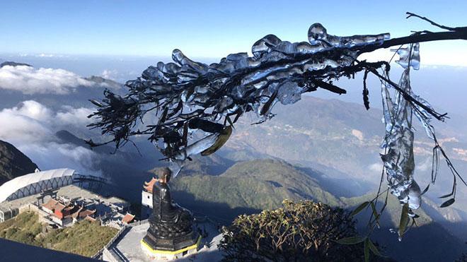 Ngắm hình ảnh băng tuyết tuyệt đẹp trên đỉnh Fansipan