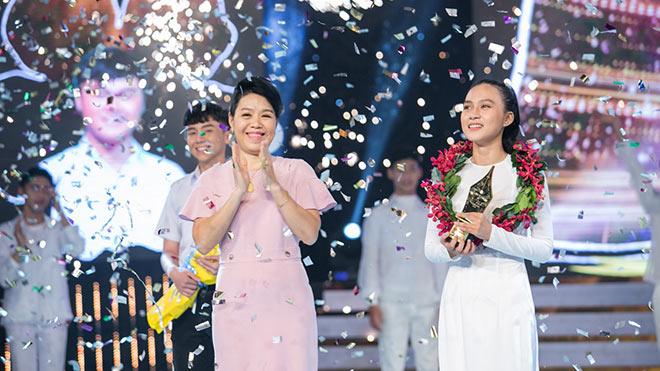 'Nói với chính mình', nữ sinh chuyên Văn giành quán quân Én Vàng học đường 2018