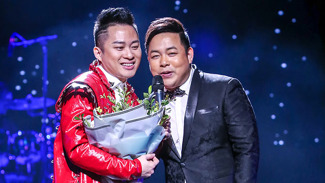 Liveshow 'Người tình': Tùng Dương hát nhạc xưa khiến Quang Lê phấn khích