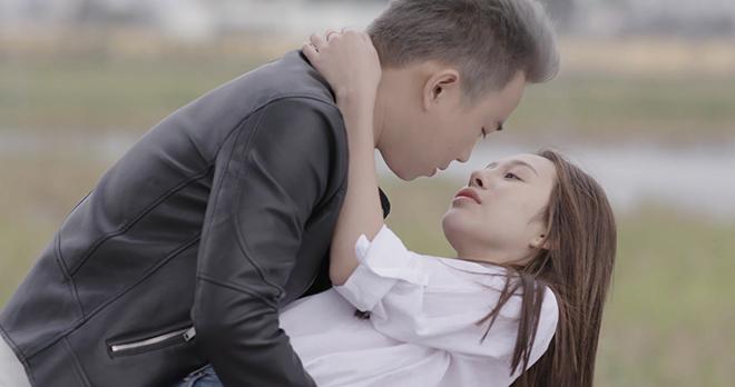 VIDEO '500 nhịp yêu': Minh Tít ngượng ngùng nhấtkhi hôn người yêu của Anh Tuấn