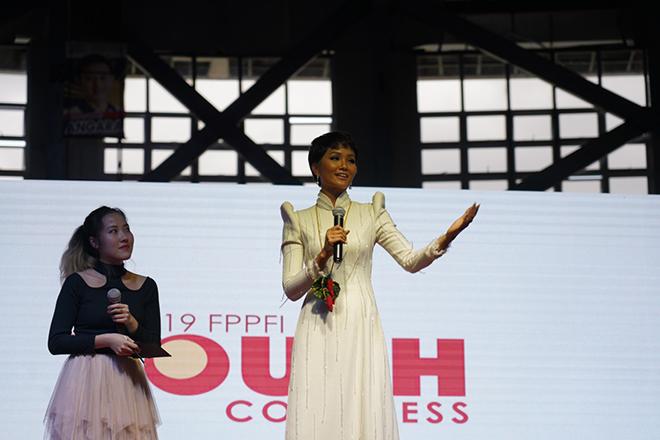 H'Hen Niê, H'Hen Niê diễn thuyết tại Philippines, Venus Raj Việt Nam, Timeless Beauty, vẻ đẹp vượt thời gian 2018