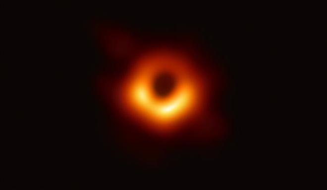 Công bố bức ảnh đầu tiên về hố đen trong vũ trụ