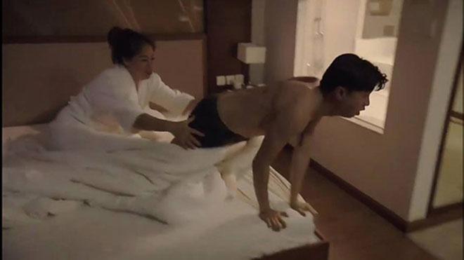 'Về nhà đi con': Cảnh Vũ sợ hết hồn, bị Anh Thư lừa lên giường với bà cô U50 'gây bão'