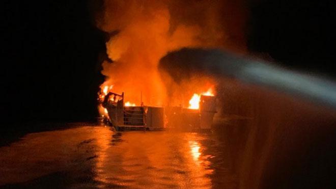 Mỹ: Cháy tàu ngoài khơi bang California, hàng chục người bị mắc kẹt