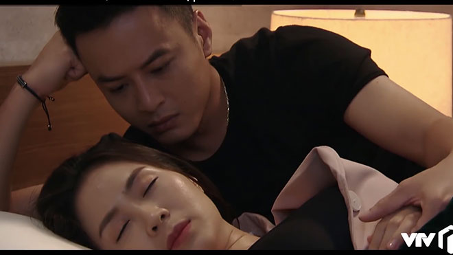 'Hoa hồng trên ngực trái'tập 43: Mẹ và em trai đề nghị Khuê quay về, Bảo từ bỏ Khuê lặng lẽ