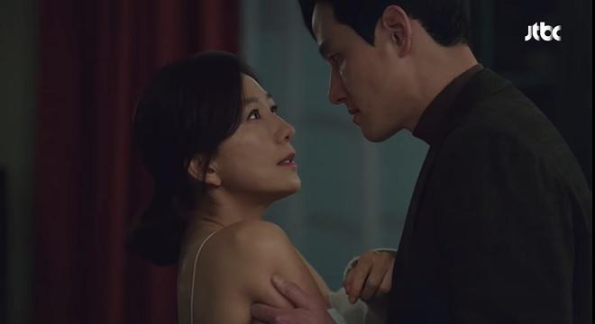 Rating phim 'Thế giới hôn nhân' tăng chóng mặt dù không 'cảnh nóng' hay bạo lực