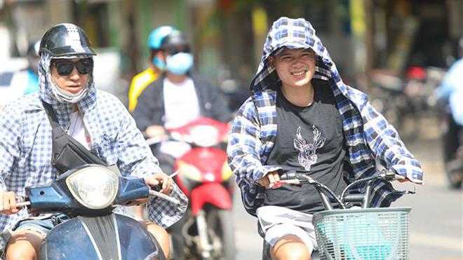 Hà Nội có nắng nóng đặc biệt gay gắt, nhiệt độ cao nhất trên 39 độ C