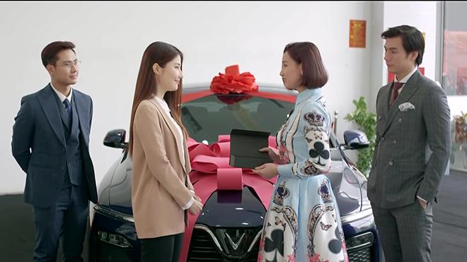 Tình yêu và tham vọng tập 23: Minh và Tuệ Lâm tặng ô tô chào đón Linh trở về Hoàng Thổ
