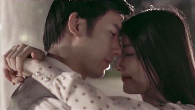 Phim 'Tình yêu và tham vọng' lộ kết thúc: Minh - Linh yêu ngọt lịm, Sơn bị người đẹp 'cưỡng hôn'