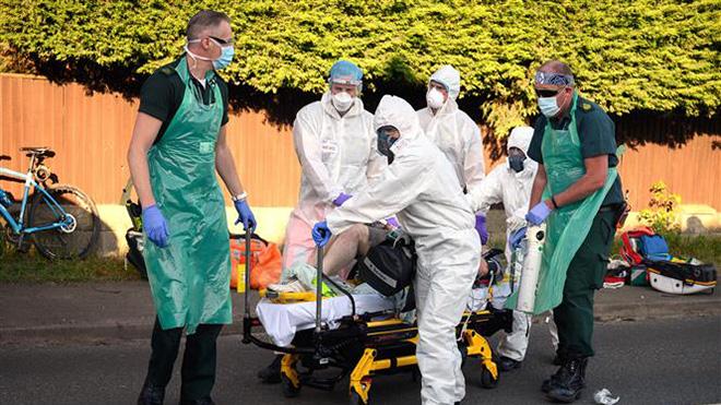 Dịch COVID-19: Giới chuyên gia cảnh báo Anh đang ở 'thời điểm nguy cấp' về dịch bệnh