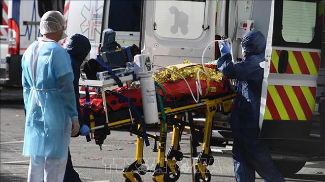 Dịch COVID-19: Nhiều nước châu Âu và châu Mỹ ghi nhận số ca nhiễm và tử vong trong một ngày cao nhất