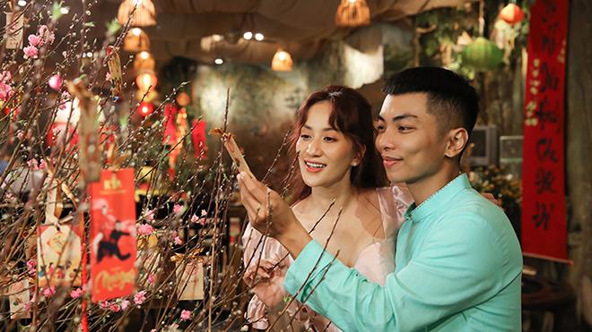 Khánh Thi - Phan Hiển tặng khán giả MV Tết 'Nụ cười Xuân'